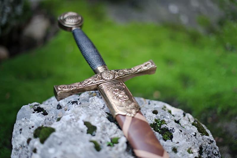 Excalibur, l'Épée du roi Arthur, avec fourreau brun tressé