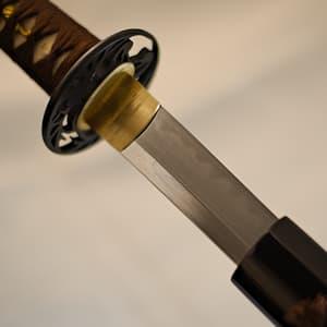 Katana Terre sacrée (聖地, Seichi), lame aiguisée 1095, véritable hamon, tressages bruns