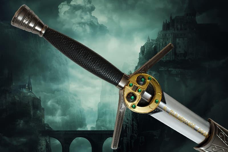 Épée de collection à porter dans le dos, lame à gorge centrale en acier inoxydable, garde, poignée et pommeau en métal et en résine, fourreau en bois, cuir et métal avec lanière réglable