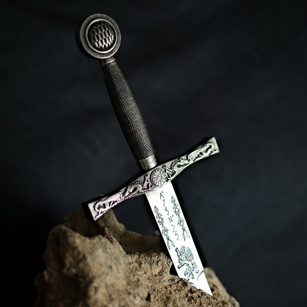 Excalibur, l'Épée du roi Arthur, noir et argent