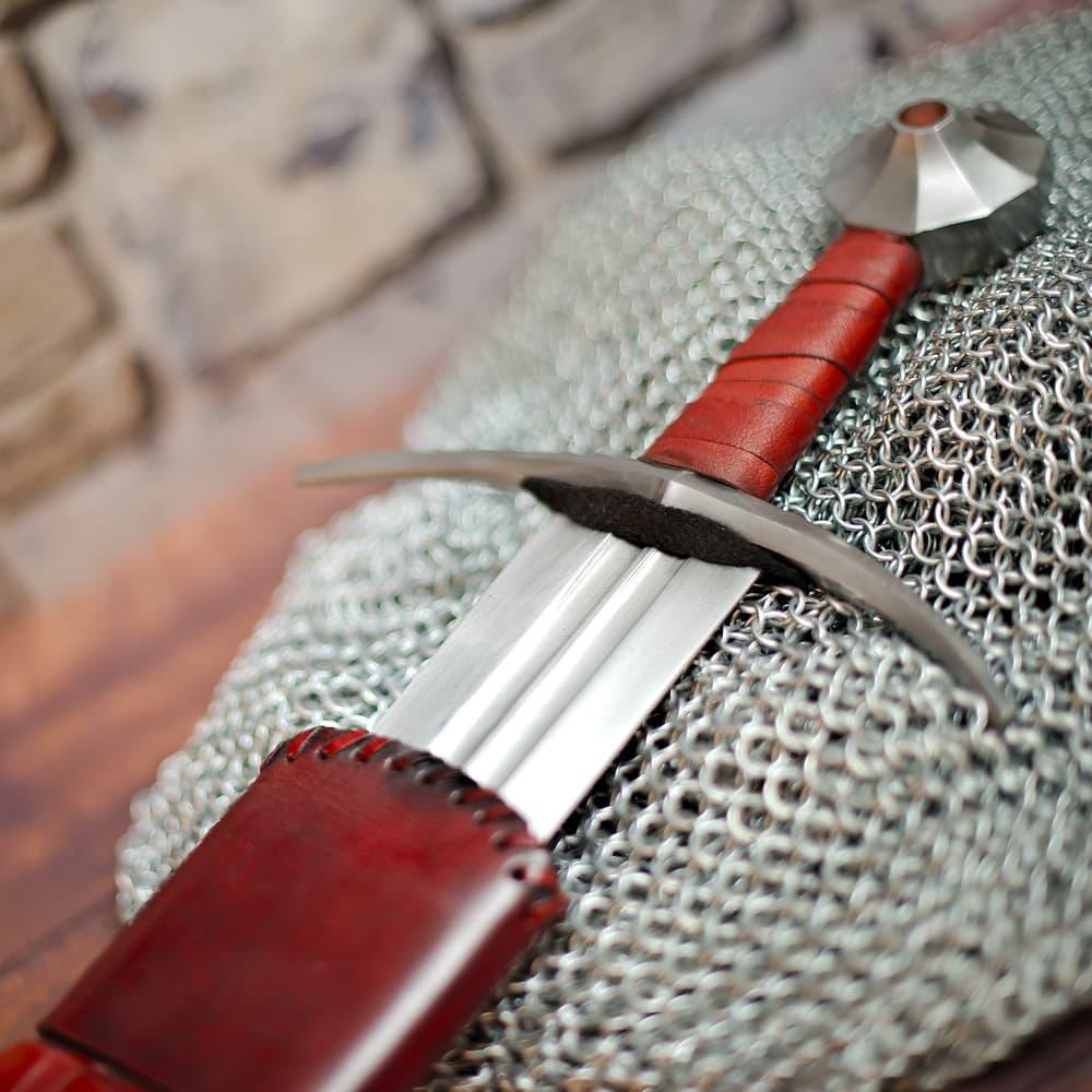 Épée médiévale forgée « Vicit semper » (toujours vainqueur)