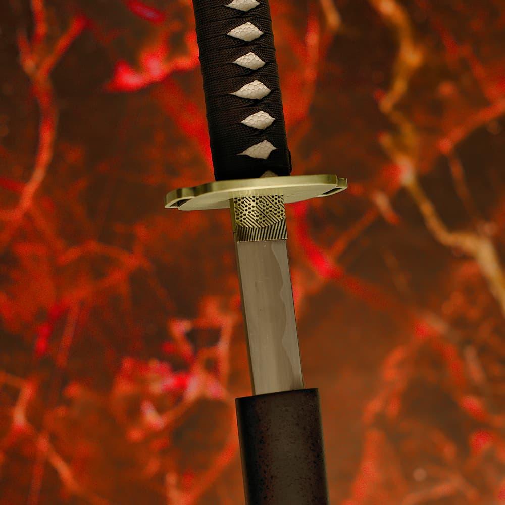 Nodachi (野太刀 long sabre japonais, ou ōdachi 大太刀, épée longue)