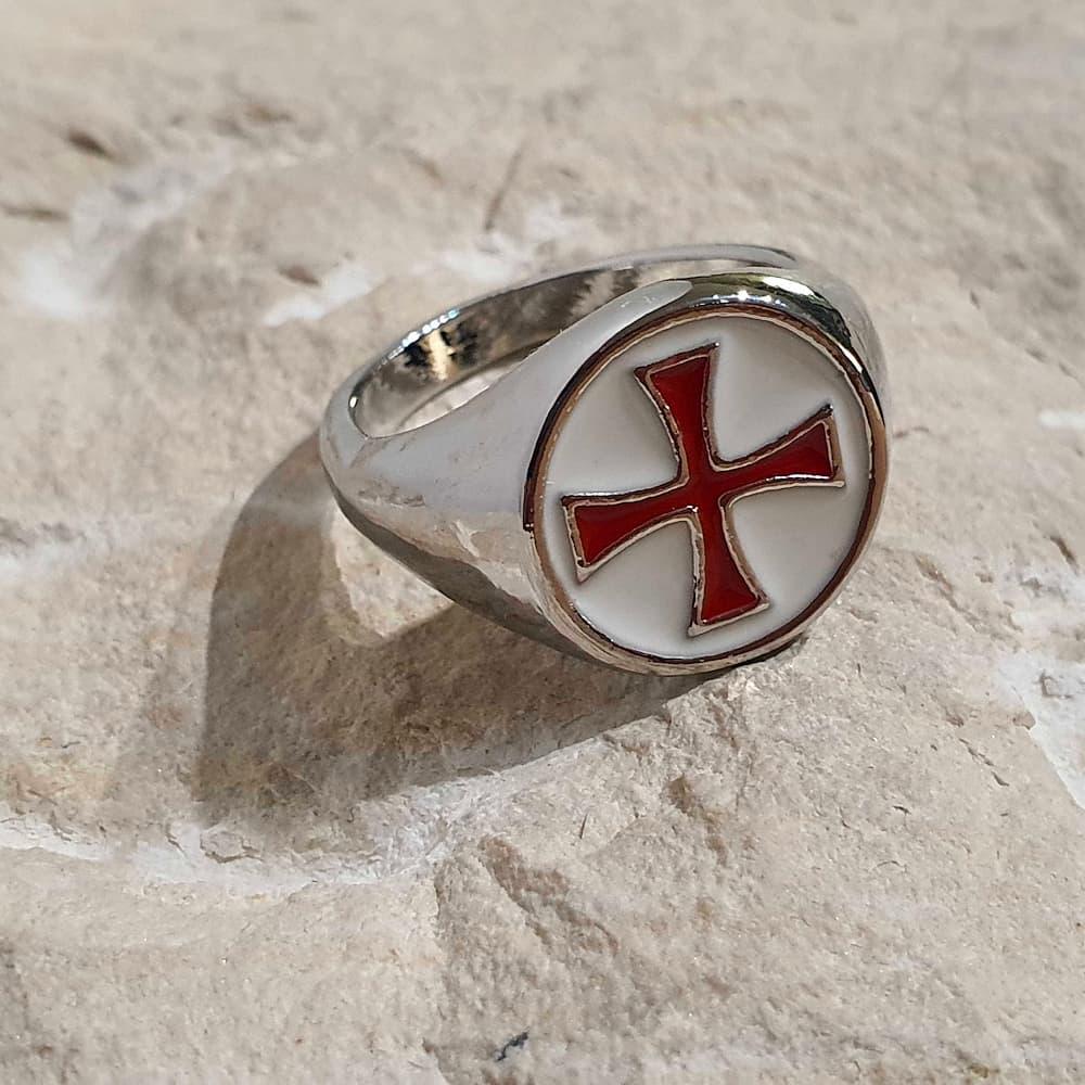 Bague croix templière rouge cerclée
